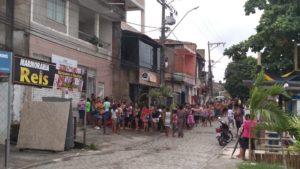 Salvador entrega cesta básica; Itabuna leite; Candeias causa humilhação, afirma vereador