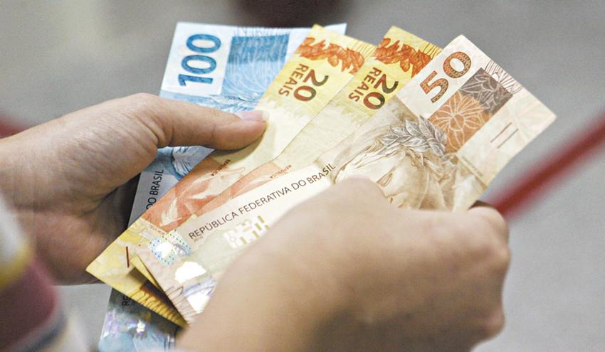 Caixa abre agências e paga auxílio a R$ 7,3 mi de beneficiários