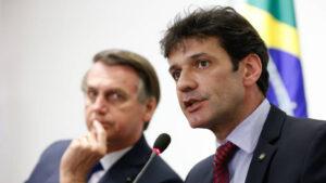 Bolsonaro demite o ministro do Turismo